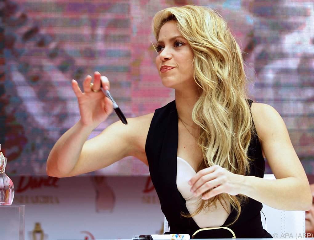"""Shakira präsentierte ihr neues Parfum """"Dance"""""""