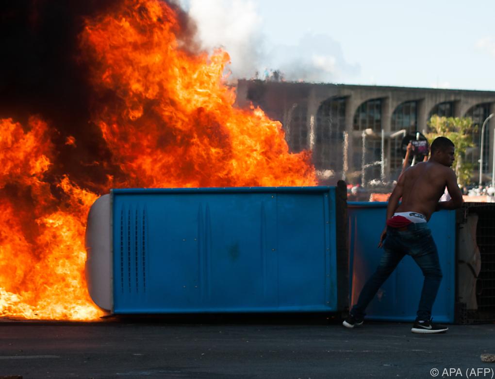 Tumulte in Brasilia: Präsident ordnete Militäreinsatz an