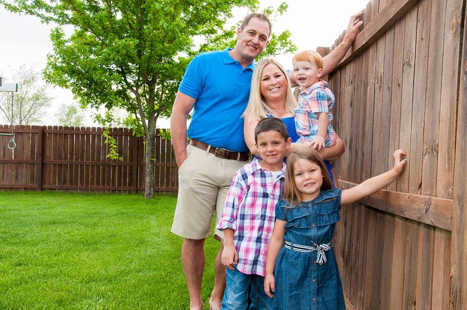 Fünf Jahre Familiengesetz: Familiengeld, Vorteilskarte, Vereinbarkeit