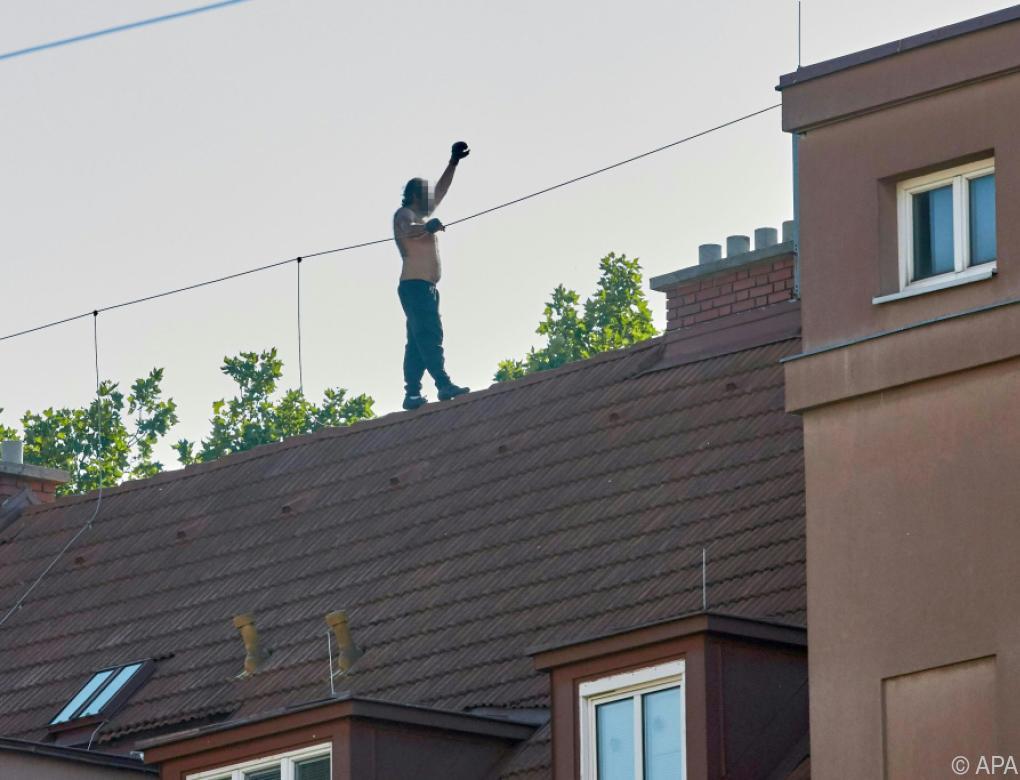 Auf Dach geflüchteter Straftäter festgenommen