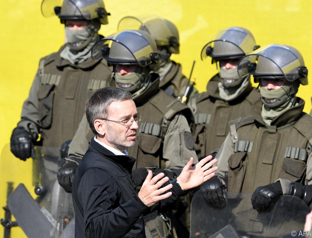 Kurz kritisiert Innenministerium wegen Info-Sperre