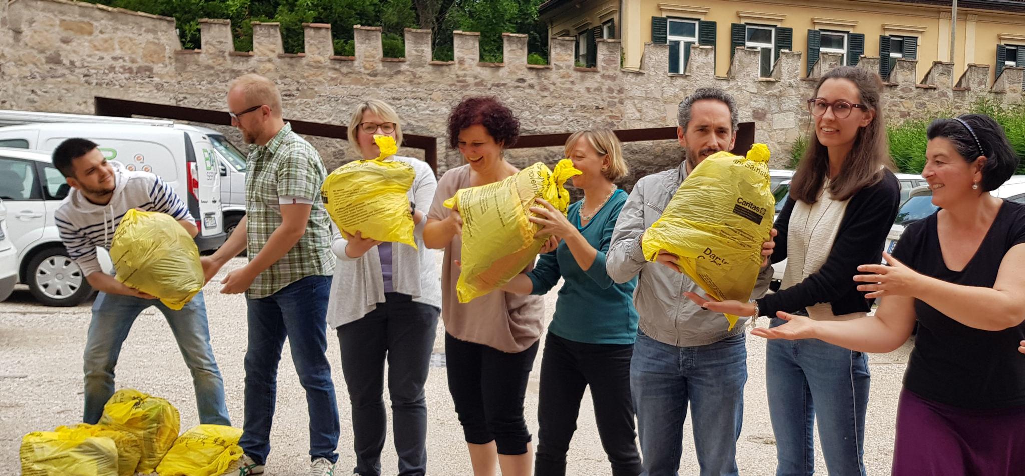 Caritas: Gebrauchtkleidersammlung trotzt dem Regenwetter