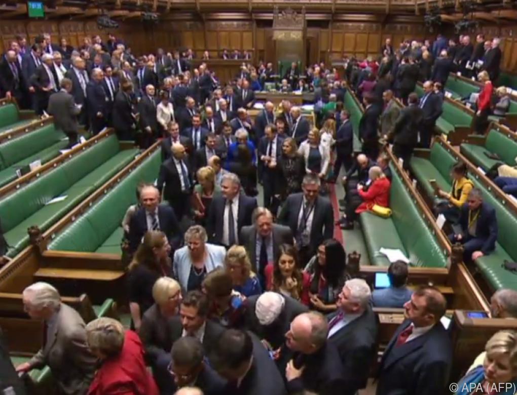 Misstrauensantrag gegen britische Regierung gescheitert