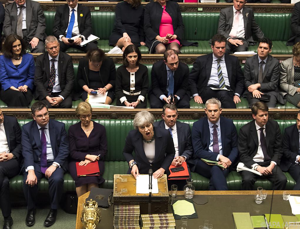 Britisches Unterhaus stimmt für Brexit-Verschiebung