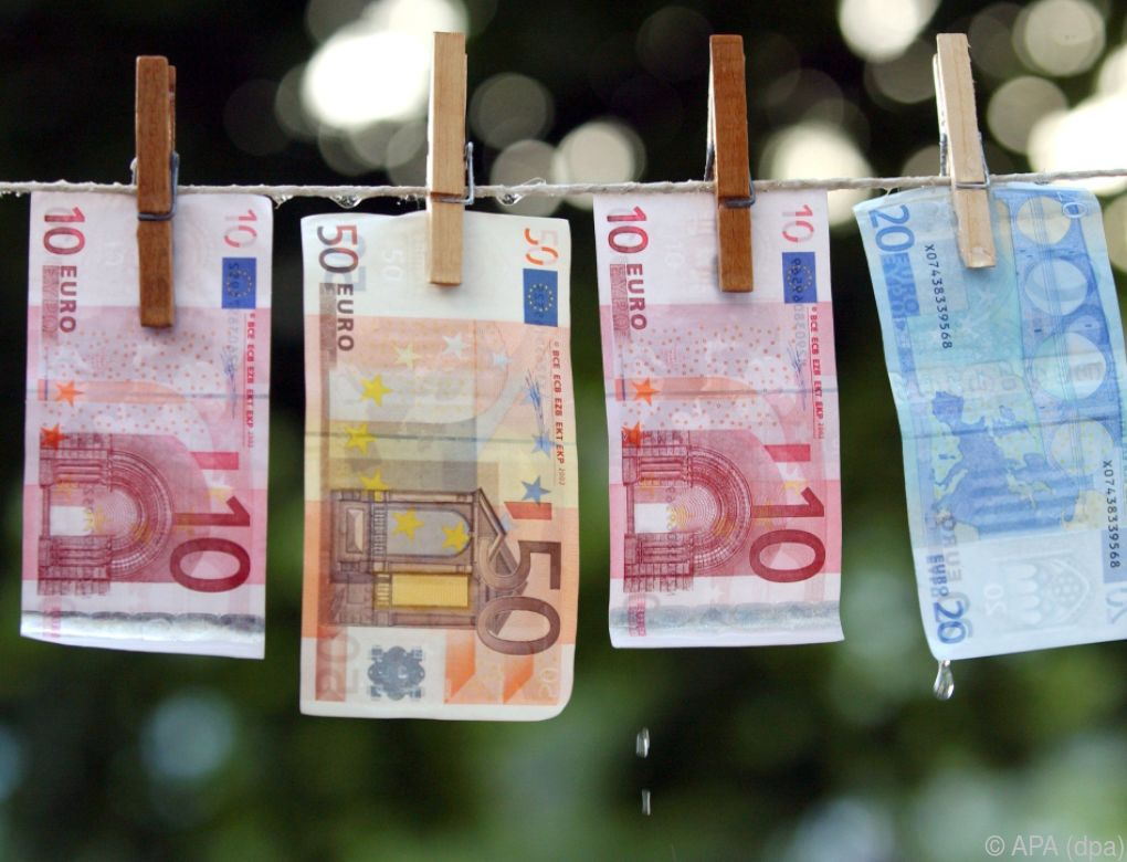 Festnahmen wegen des Verdachts auf Geldwäsche im Fußball