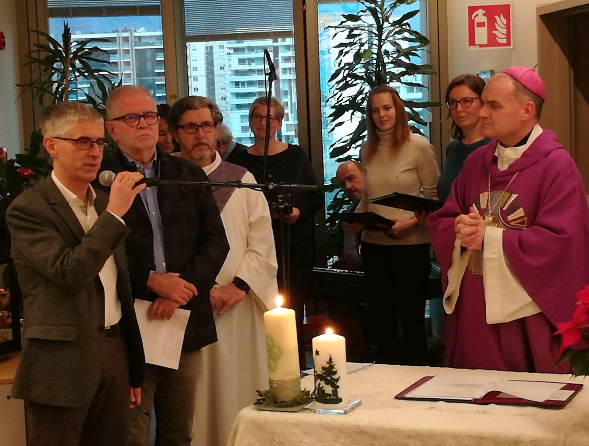 v.l.: Primar Massimo Bernardo, Sanitätskoordinator Dr. Roland Döcker, Bischof Ivo Muser