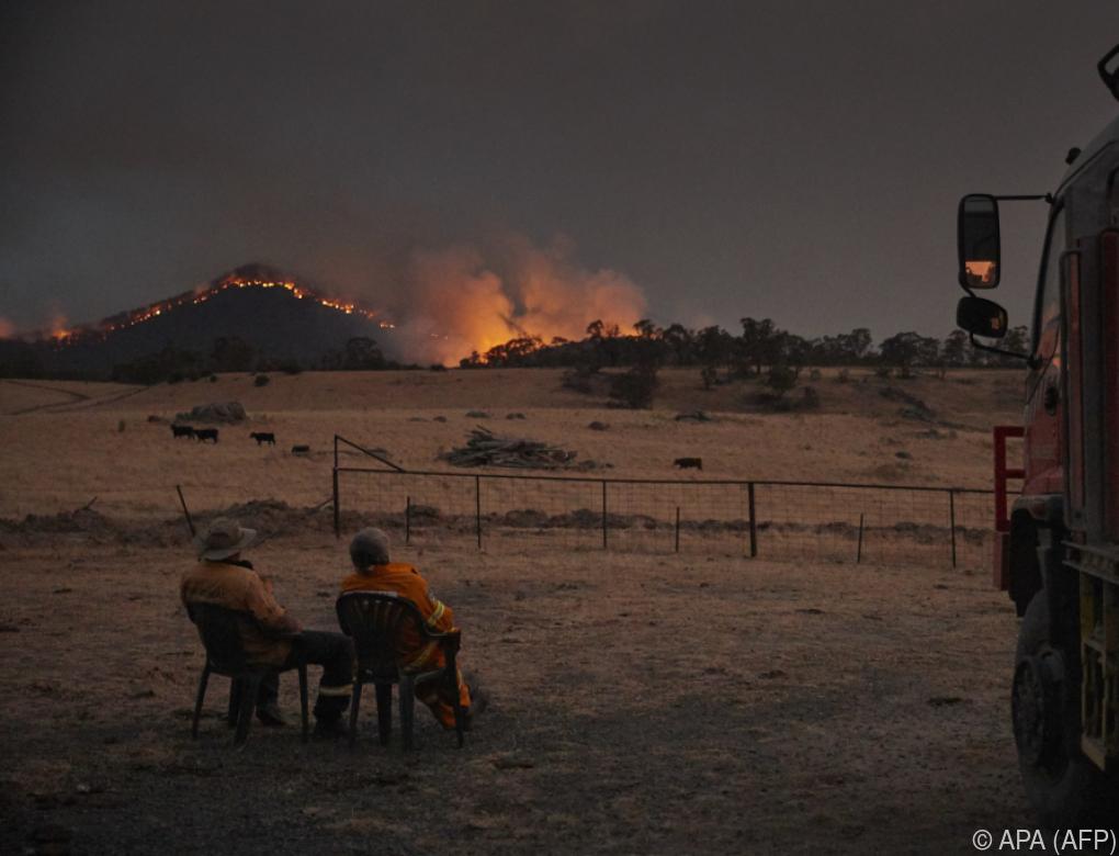 Noch Dutzende Buschfeuer und heftiger Regen in Australien
