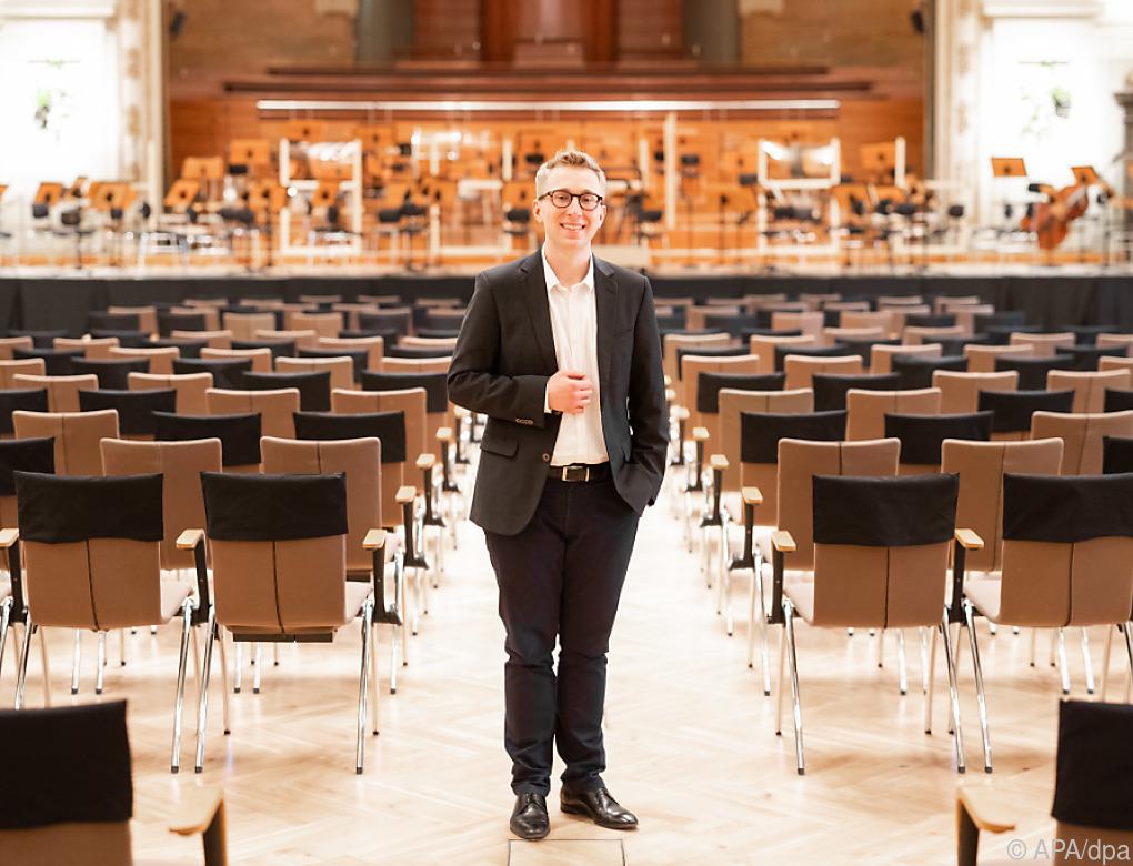 Grazer Jungdirigent Patrick Hahn vor dem Start in Wuppertal